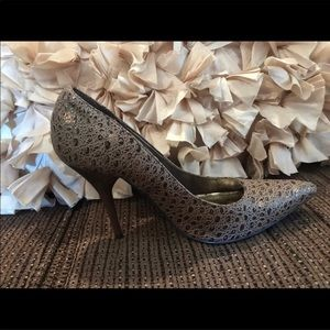 Beautiful bronze dollhouse high heel pumps